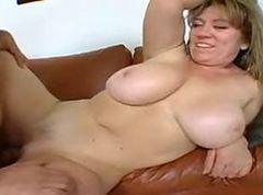 Amateur milf putting her great tits to use